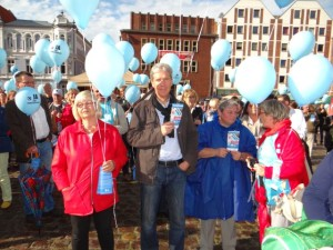 Demokratiefest am 3. September 2015 in Stralsund: Landespolitiker der Linken, Barbara Borchert (links), Helmut Holter (Mitte)