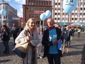 Demokratiefest am 3. September 2015 in Stralsund: André Brie mit Sonja Steffen (SPD, MdB)